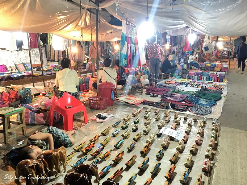 l-i-f-e-luang-prabang-night-market-5