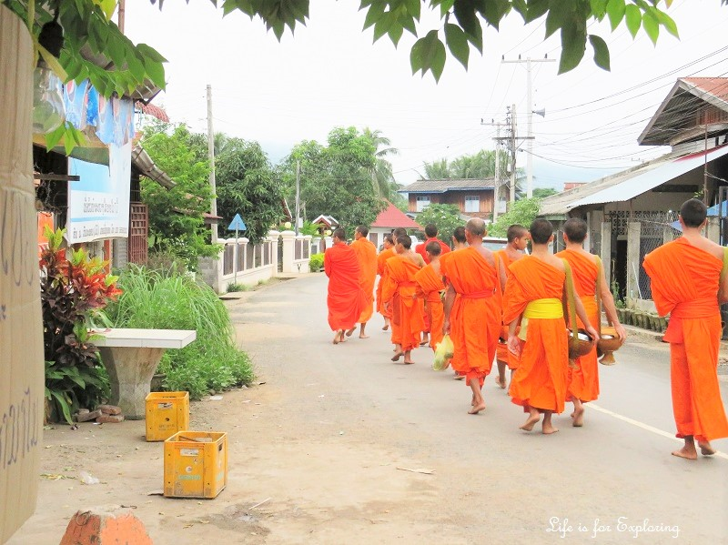 l-if-e-luang-prabang-alms-monks-laos-2