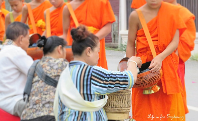 l-if-e-luang-prabang-alms-monks-laos-4